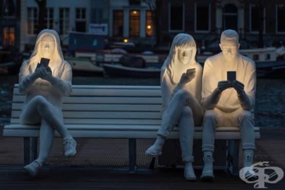 Скулптури, поставящи на фокус обсесията ни от технологиите - изображение