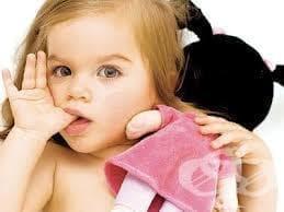 Как да отучите детето от лошия навик да си смуче палеца? - изображение