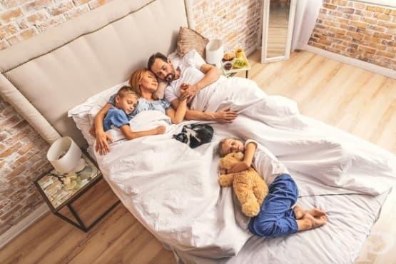 Спането до късно през уикендите удължава живота - изображение
