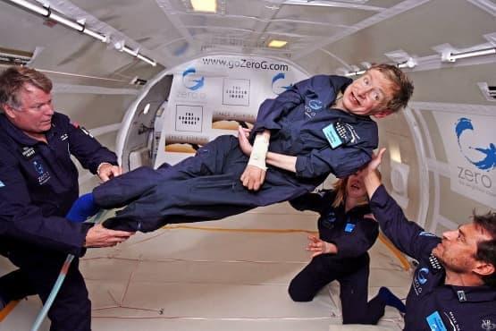 Стивън Хокинг ще полети в космоса на борда на Virgin Galactic - изображение