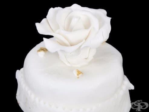 Парче от сватбената торта на Доналд Тръмп и Мелания се продава на търг в Лос Анджелис - изображение