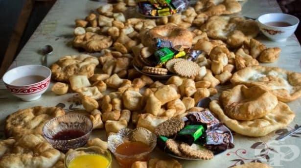 В Киргизстан почитат паметта на мъртвите със свещен пържен хляб - изображение