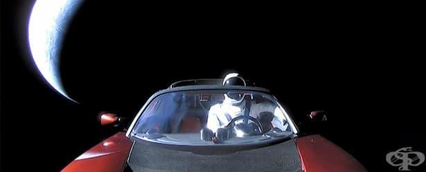 Какво е пъхнал в джоба на Стармен Илън Мъск на път към Марс  - изображение