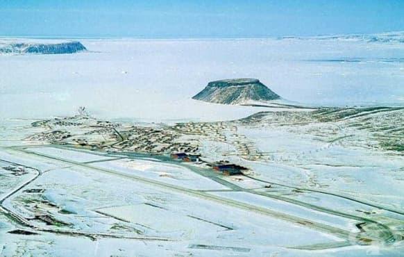 Ловът на четири изчезнали ядрени бомби след катастрофа на Боинг B-52 в Гренландия  - изображение