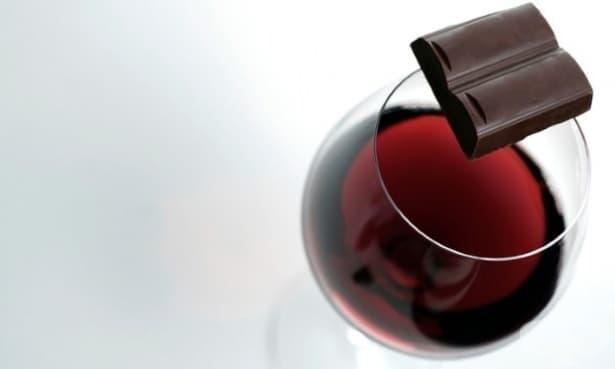 Шоколадът и червеното вино са тайната за борба с бръчките, според науката - изображение