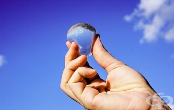 Ядливи водни балончета може би скоро ще заменят пластмасовите шишета с вода - изображение