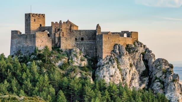 Невероятните защитни механизми на средновековните замъци - изображение