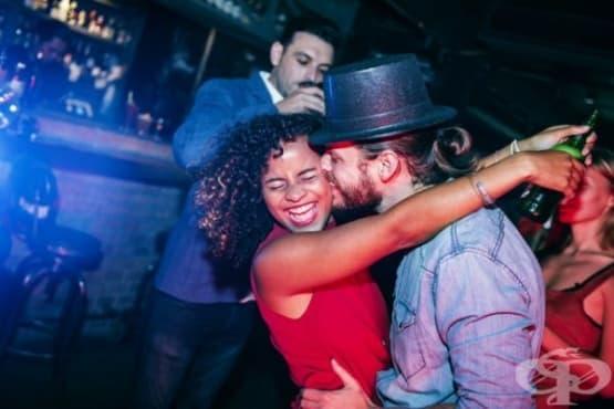 Защо хората се целуват навръх Нова година - изображение