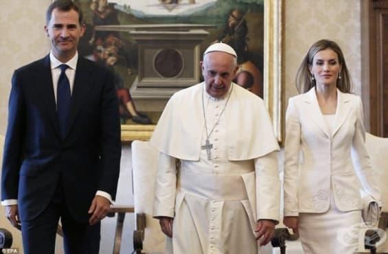 Само 7 жени в света могат да носят бяло в присъствието на папата - изображение