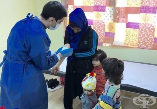 Специалисти от ВМА не откриха масова зараза сред бежанците в центъра в Харманли (Снимки) - изображение