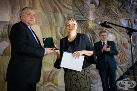 """Медиците от УМБАЛ """"Св. Марина"""" бяха наградени с почетен знак """"Златна звезда"""" за професионализъм - изображение"""