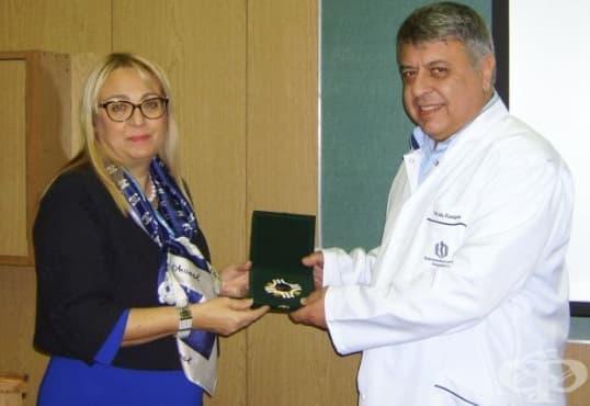 МБАЛ - Варна към ВМА с награда за високия професионализъм при спасяване на пострадалите от с. Хитрино - изображение