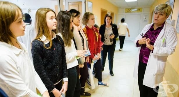 Ученици дариха 2 климатика и 200 детски книжки на Първа детска клиника в УМБАЛ - Варна - изображение