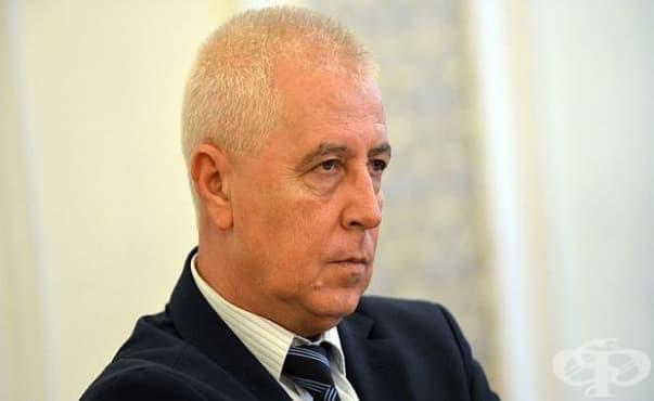 Здравният министър се включи в спасяването на припаднал мъж - изображение