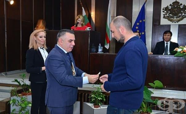 Кметът на Сливен награди медици от две болници за проявен професионализъм - изображение