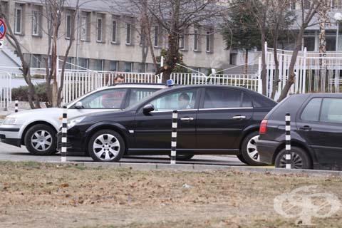 """Директорът на УМБАЛ """"Св. Анна"""" - София се движи със син буркан - изображение"""