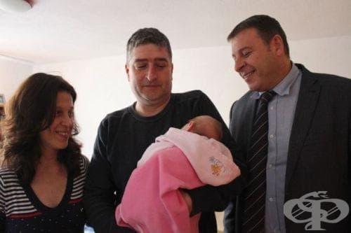 Детска количка 3 в 1 за Василена - първото бебе на Благоевград за 2015 г. - изображение