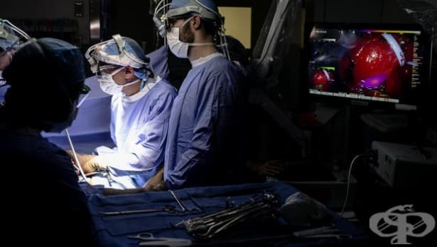 Тестват светеща боя по време на туморна операция - изображение