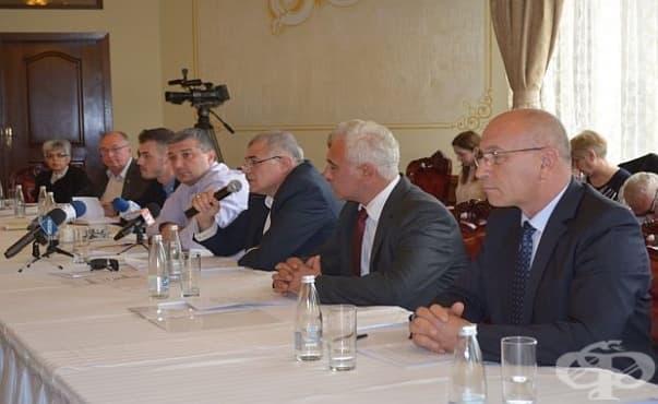 Депутати и управители на болници се обединиха в мнението си, че системата е рухнала в Стара Загора - изображение