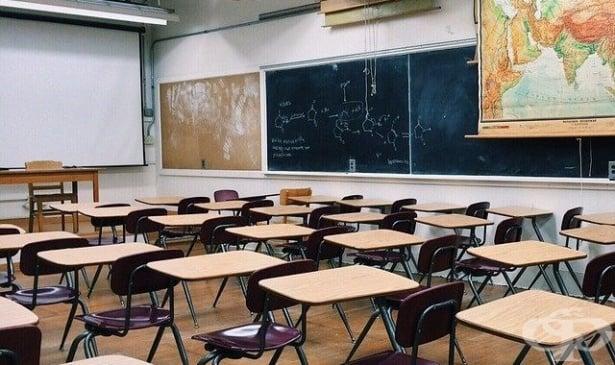 МОН препоръчва на учебните заведения в страната да осигурят варианти за дистанционно обучение - изображение