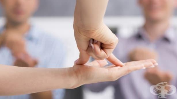 Хората с увреден слух ще могат да си купуват жп билет чрез приложение - изображение