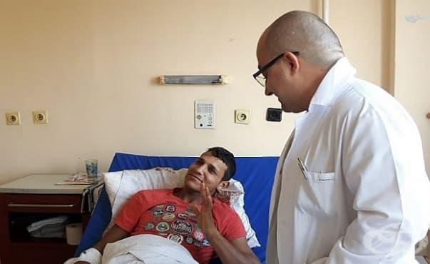 Спасиха крака на млад мъж чрез рядка операция в УМБАЛ - Бургас - изображение