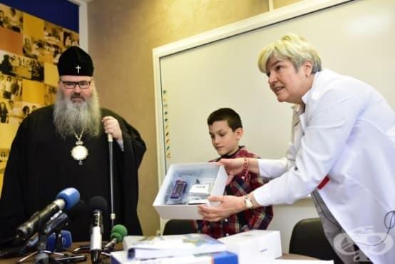 """Митрополит Йоан дари средства на варненската УМБАЛ """"Св. Марина"""" - изображение"""