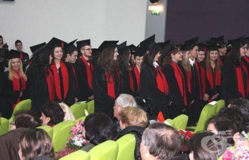 Министър Атанасова официално ще поздрави абсолвентите от Медицински университет - Плевен - изображение