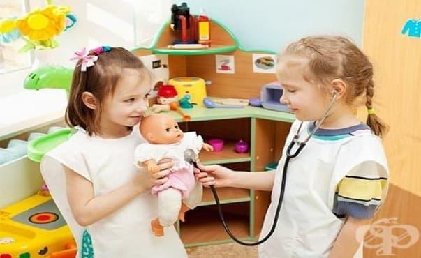 """Деца лекуваха любимите си играчки в """"Болница за плюшени мечета"""" във Велико Търново - изображение"""