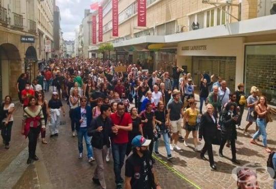 Хиляди протестираха във Франция и Гърция против задължителната имунизация срещу COVID-19 - изображение
