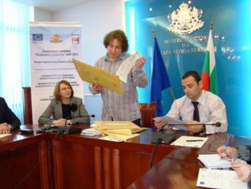 Здравното министерство продължава публичното отваряне на офертите на участниците в процедурите по СРИП - изображение