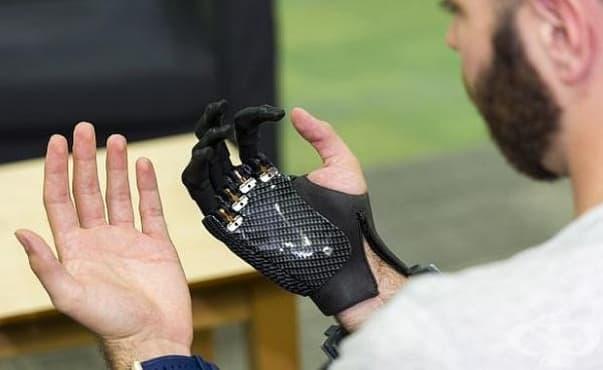 Специална ръкавица със сензори възвръща сетивността на хора с протези  - изображение