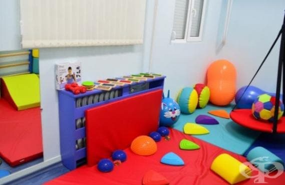 Сензорна стая и Библиотека на играчките за деца с увреждания отвориха в Казанлък - изображение