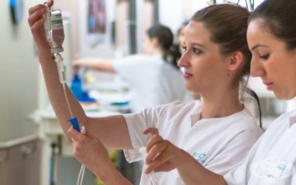 След подписването на новия КТД медицинските сестри ще имат по-високи заплати - изображение