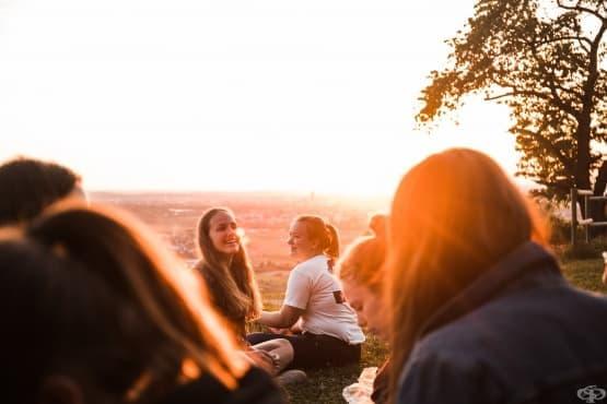 Отвъд шаблоните: 4 погрешни схващания за екстровертите - изображение