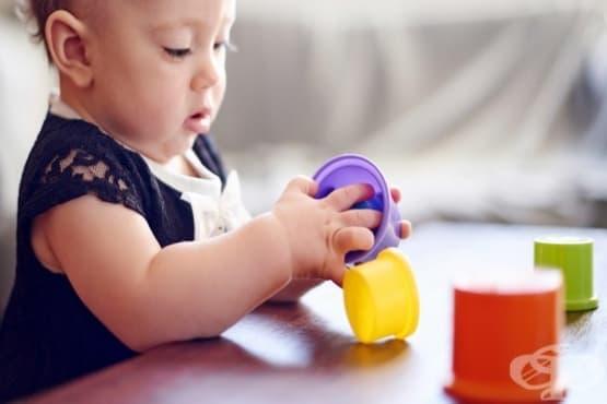 Развитие на бебето между шестия и дванадесетия месец - изображение