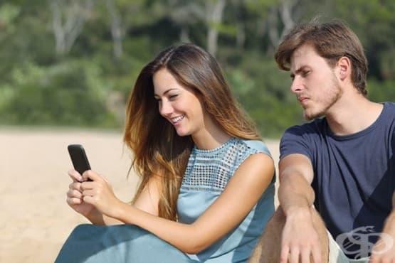 Предупредителни знаци за прекомерна ревност във връзката и как да се справим  - изображение