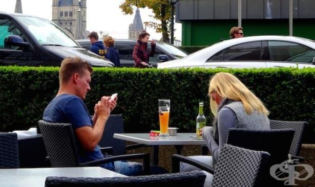Смартфон игнориране – новият начин да убиеш връзката си - изображение