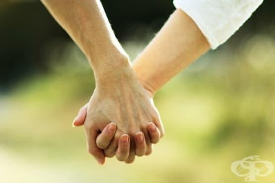 Твърде близки, за да е удобно – какво правим, когато страхът от интимност ни побърква - изображение