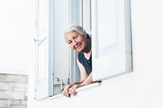 Проблемно поведение при възрастните хора – самоналожена изолация и липса на хигиенни навици - изображение