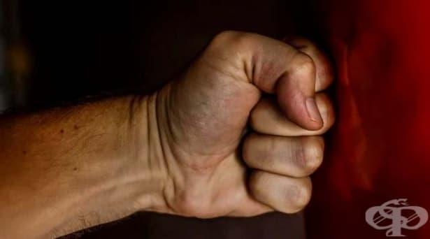 Но той ме обича! 6 изненадващи мита за извършителите на домашно насилие - изображение
