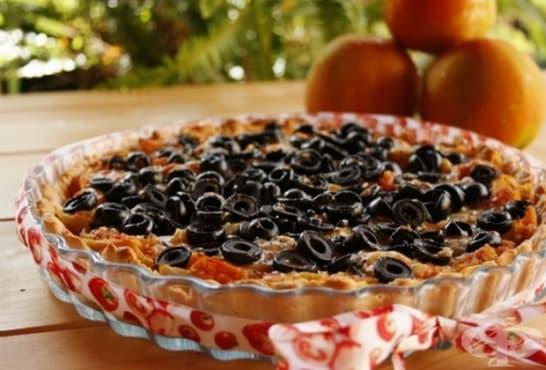 Тарт с маслини, домати и лук - изображение