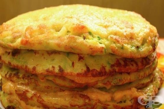 Зеленчукова торта от тиквички с кашкавал и чесън - изображение