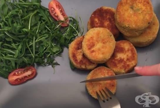 Панирани пържени тиквички със спанак, крема сирене и моцарела - изображение
