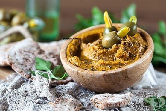 Хумус от червена леща с маслини - изображение