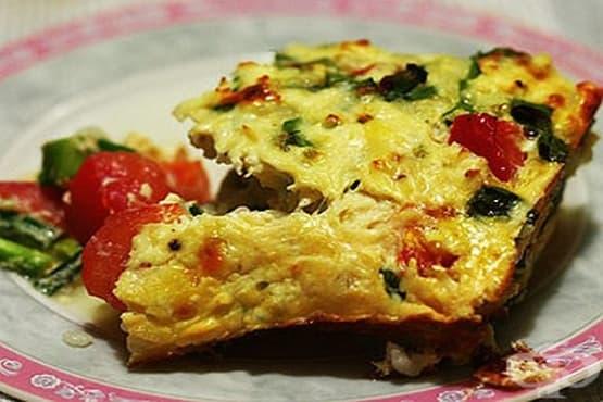 Оризова запеканка със зелен лук, домати и млечно-яйчена заливка със сирене - изображение
