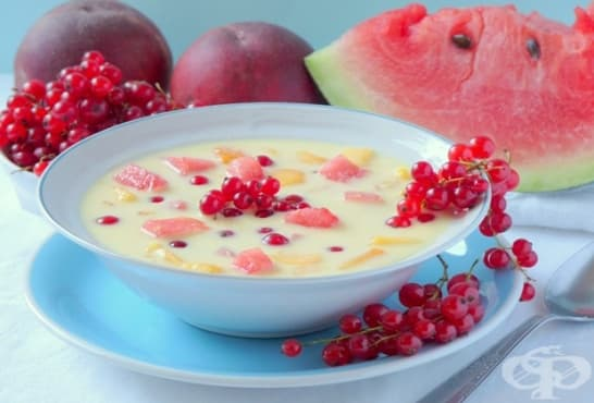 Плодова супа с червен касис, диня и праскови - изображение
