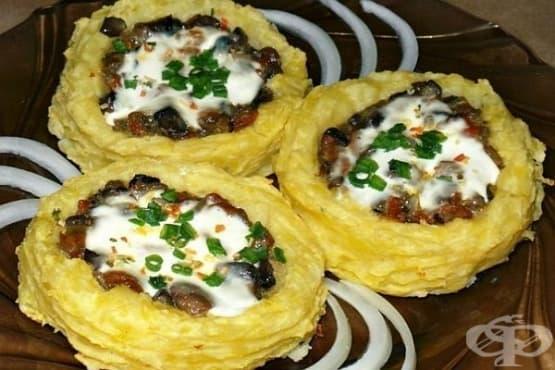 Картофени гнезда с гъби в чеснов сос - изображение
