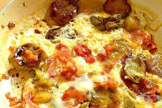 Пържени патладжани с яйца и домати - изображение