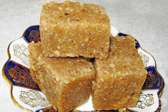 Домашна халва от амарантово брашно с орехи - изображение
